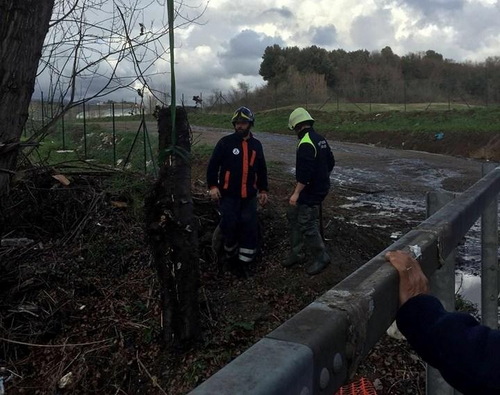 """Maltempo, protezione civile di Tivoli al lavoro da ieri per monitorare tutti i corsi d'aqua. E dal Comune scatta l'appello ai cittadini: """"Segnalate i tombini ostruiti"""""""