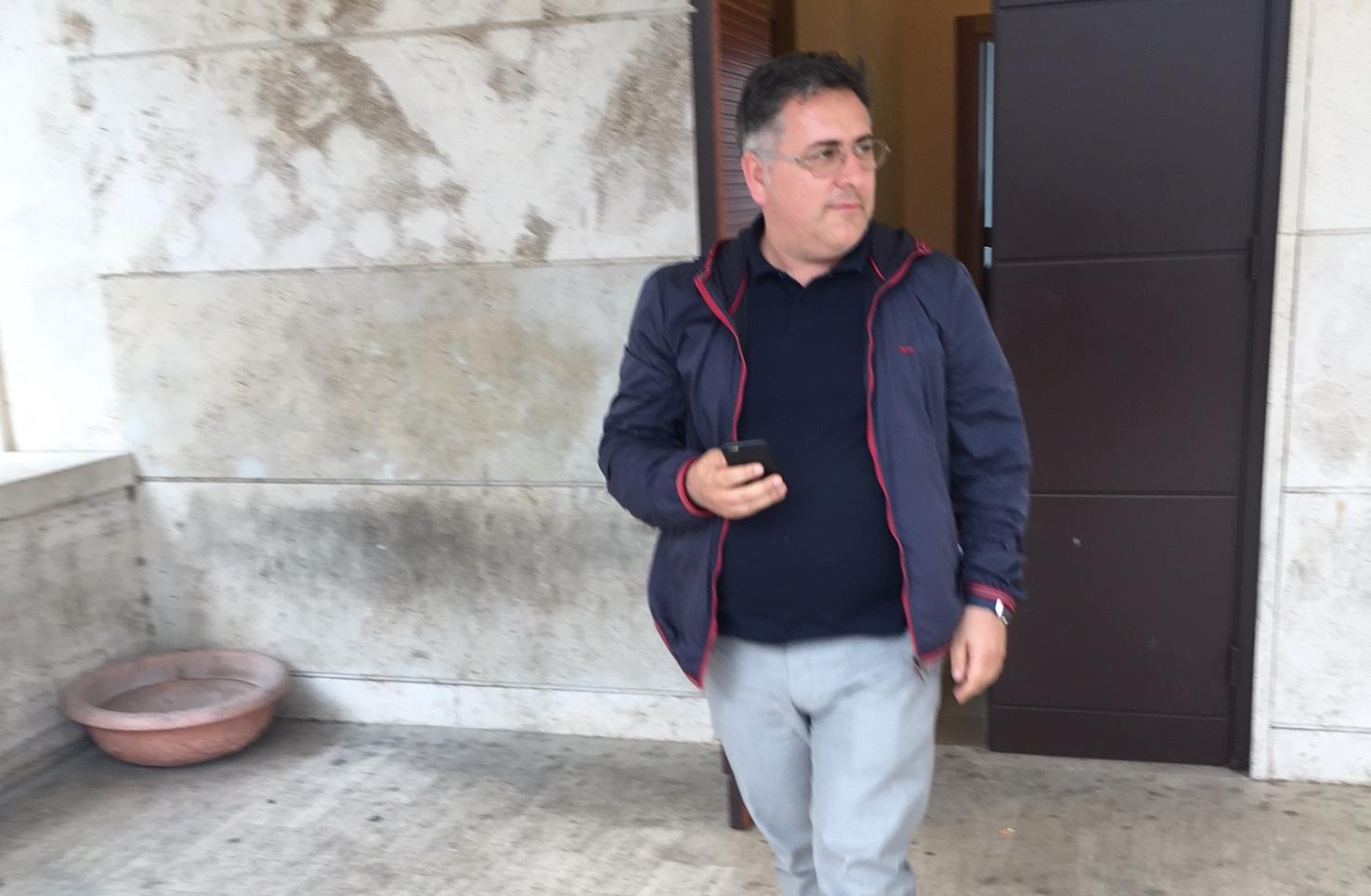 Clamorosa retromarcia, Di Palma senza più numeri decide il rinvio del consiglio sul Bilancio: è l'esito del vertice