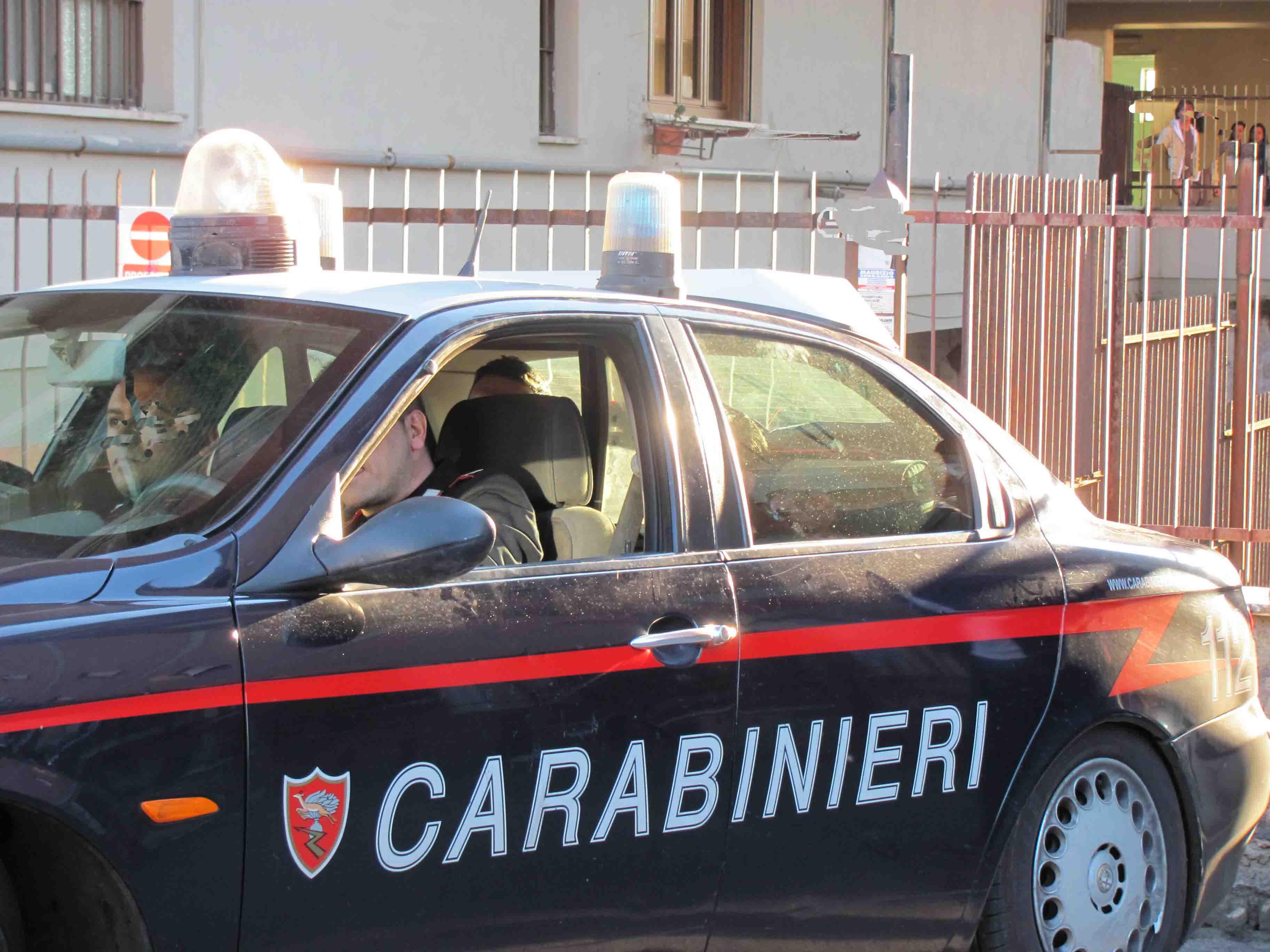 Pusher in azione a Tivoli: inseguiti e arrestati dai carabinieri due quarantenni italiani che cercavano di fuggire in scooter Sequestrati cento grammi di marijuana