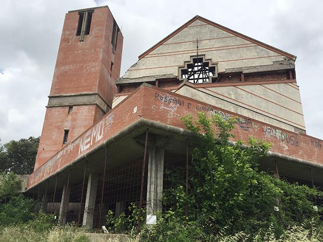 Chiesa bruciata a Tor Lupara: ecco il progetto per la riqualificazione