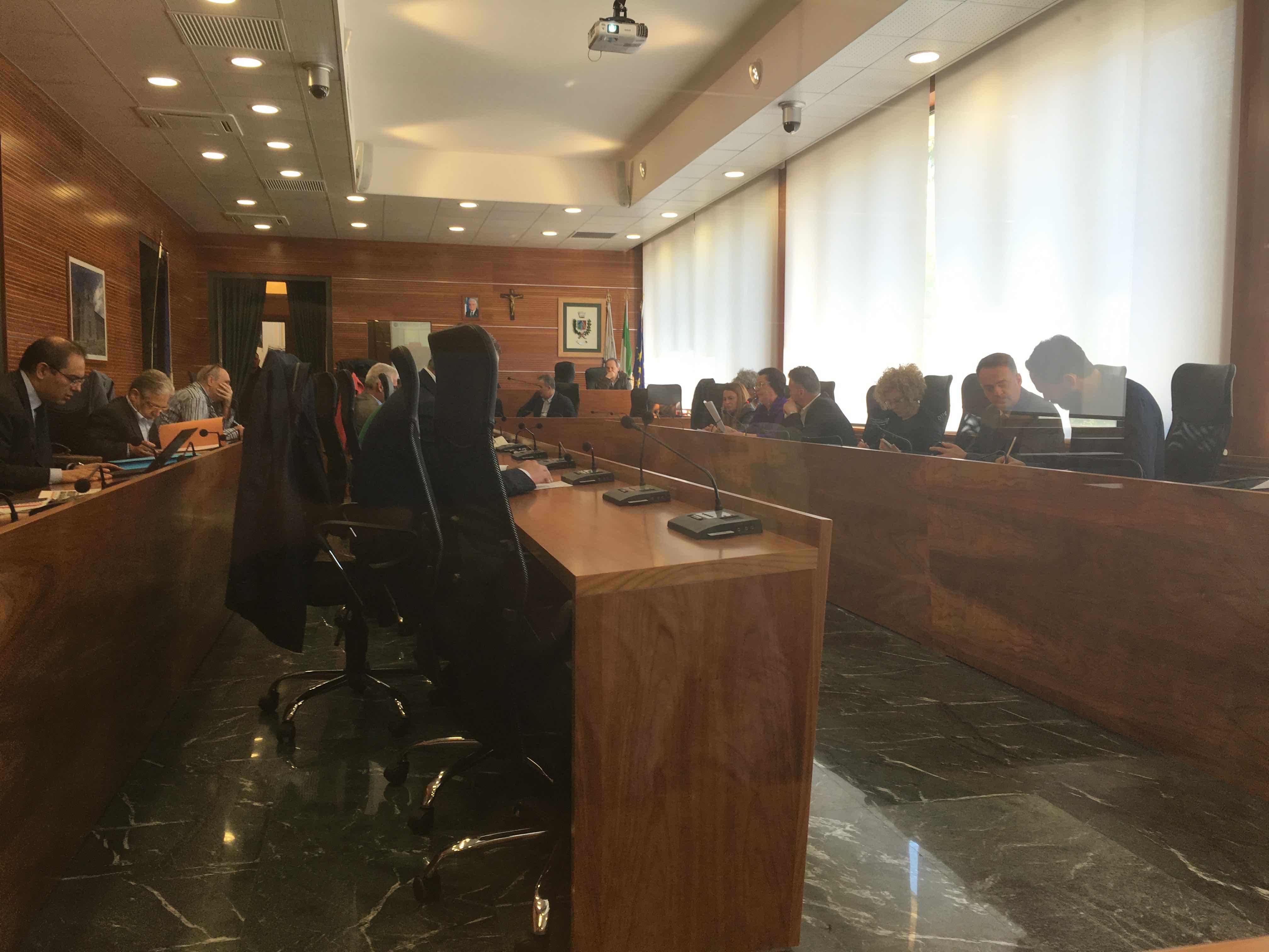 Governo di Guidonia appeso a un filo, venti giorni per trovare l'accordo della salvezza