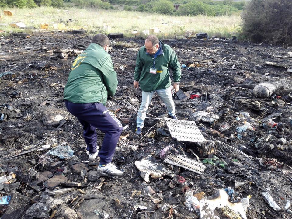 """Tivoli alla """"guerra"""" del fuoco: incendio dentro Stacchini. Stavolta controffensiva Asa per chi mira a raccogliere la ferraglia dopo le fiamme: tutto è stato portato via"""