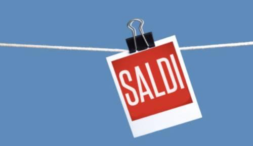 Il 2 luglio iniziano i saldi nel Lazio: sei settimane di sconti e shopping in cerca di occasioni