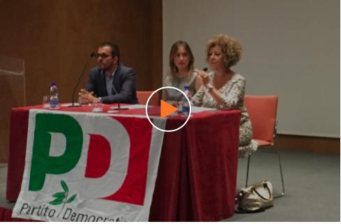"""Tutti pazzi per la Boschi, gara di selfie e le ragioni di un """"sì per cambiare l'Italia"""""""