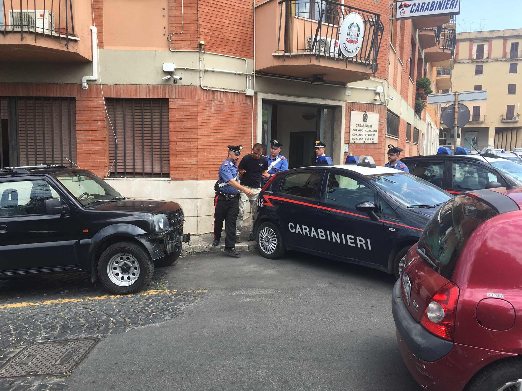 Omicidio di Tivoli, ammazzato a pugni in strada per una lite sull'affitto