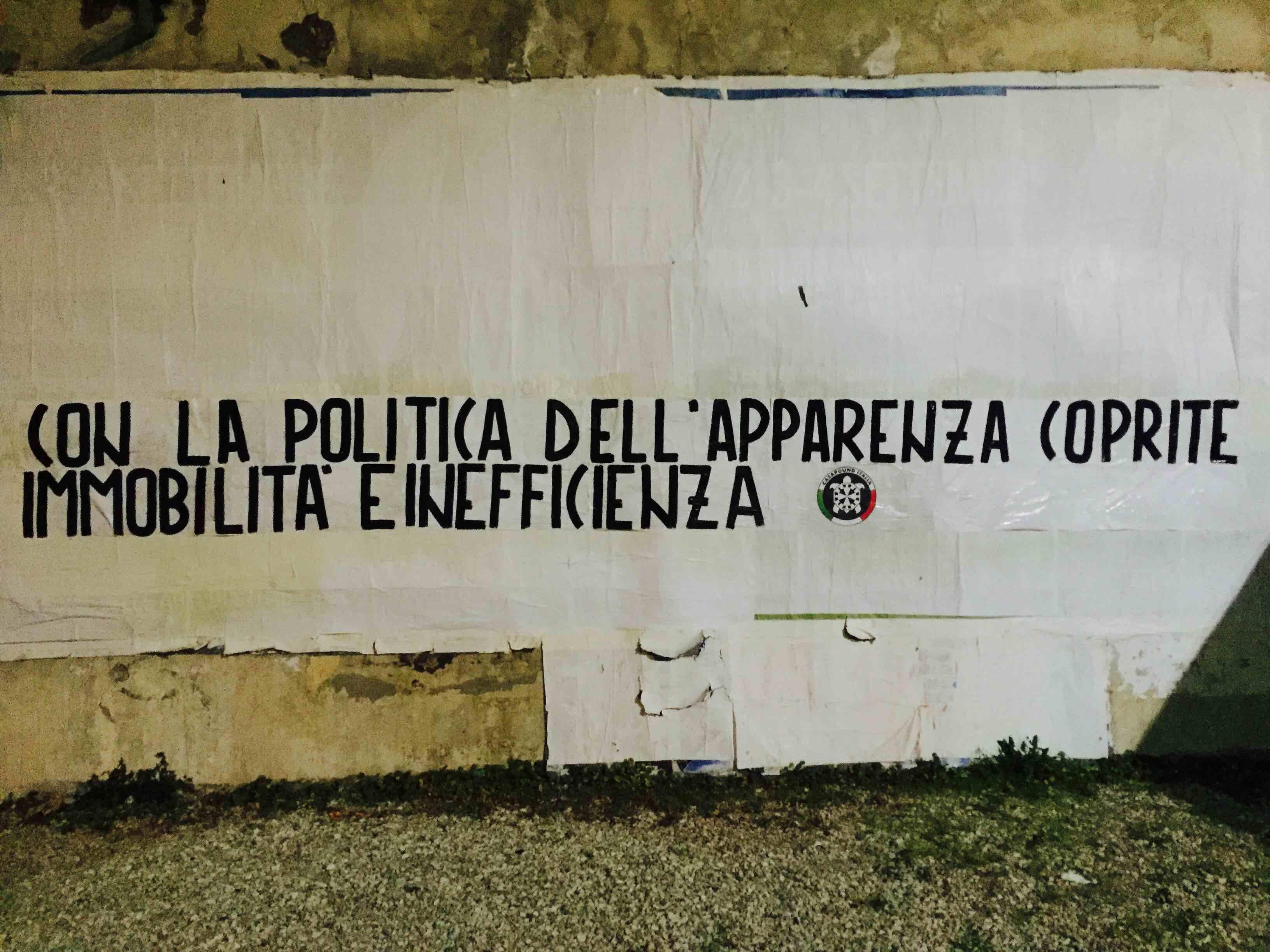 """Striscione di Casapound contro Proietti: troppa """"pseudo cultura"""" e niente per la città"""