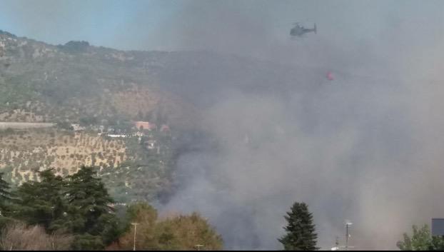 Incendio a Colle Nocello, fiamme alte e panico tra i residenti