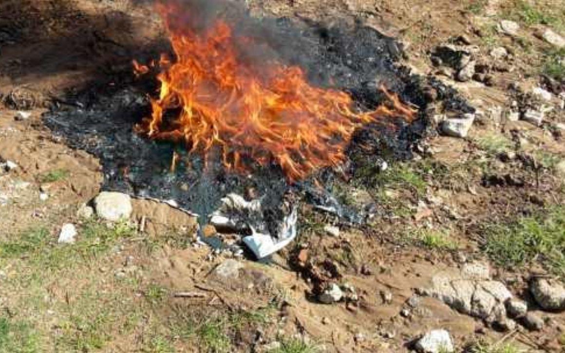 Guidonia, rifiuti in fiamme su via della Selciatella