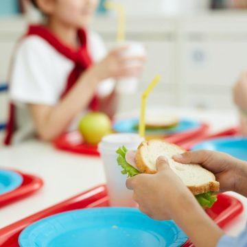 Monterotondo, trovato un altro oggetto metallico in un piatto servito alla mensa scolastica