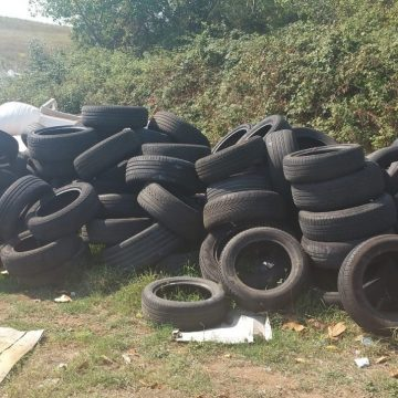 Guidonia, maxi-scarico di pneumatici