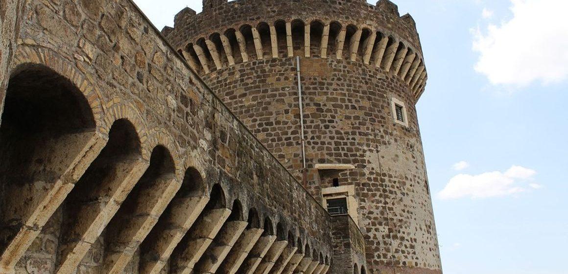 Il 2 giugno la Rocca Pia si illuminerà di viola