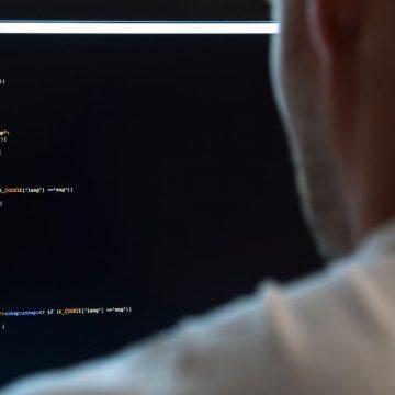 In smart working scaricava foto pedopornografiche