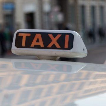 Roma, taxi gratis per over 80 verso i centri di vaccinazione
