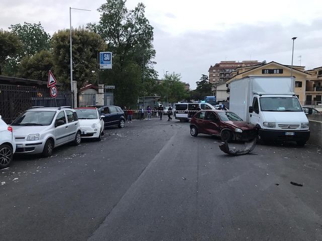 Setteville, incidente su via Todini: sei mezzi coinvolti e una donna soccorsa con eliambulanza