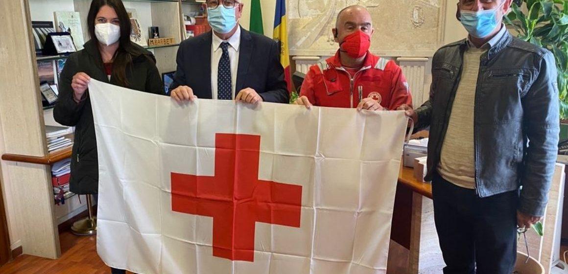 Guidonia, la bandiera della Croce rossa in Comune. Un anno di soccorsi e assistenza