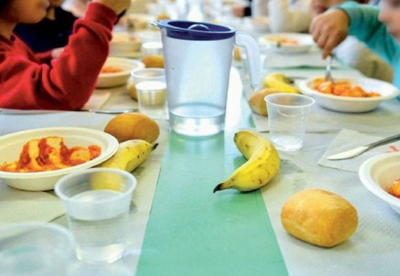 Monterotondo, ancora oggetti nei pasti scuola: stop alla mensa