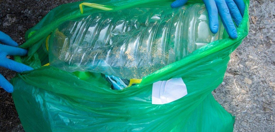 I volontari e gli studenti puliscono Guidonia dalla plastica