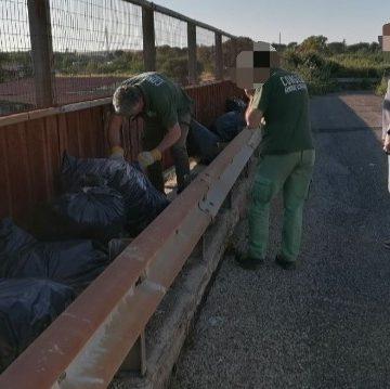 Tivoli, i rifiuti dell'officina sul cavalcavia ferroviario: 37enne denunciato